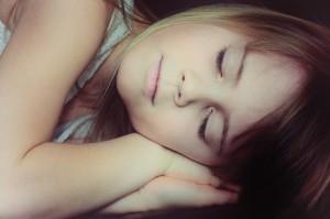 gyerek-alszik